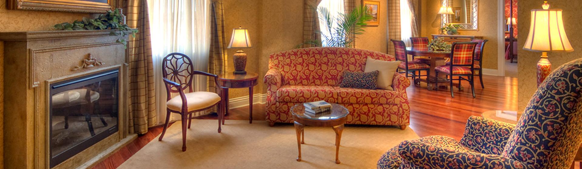 Deluxe Suite of Charley Creek Inn - Wabash, Indiana