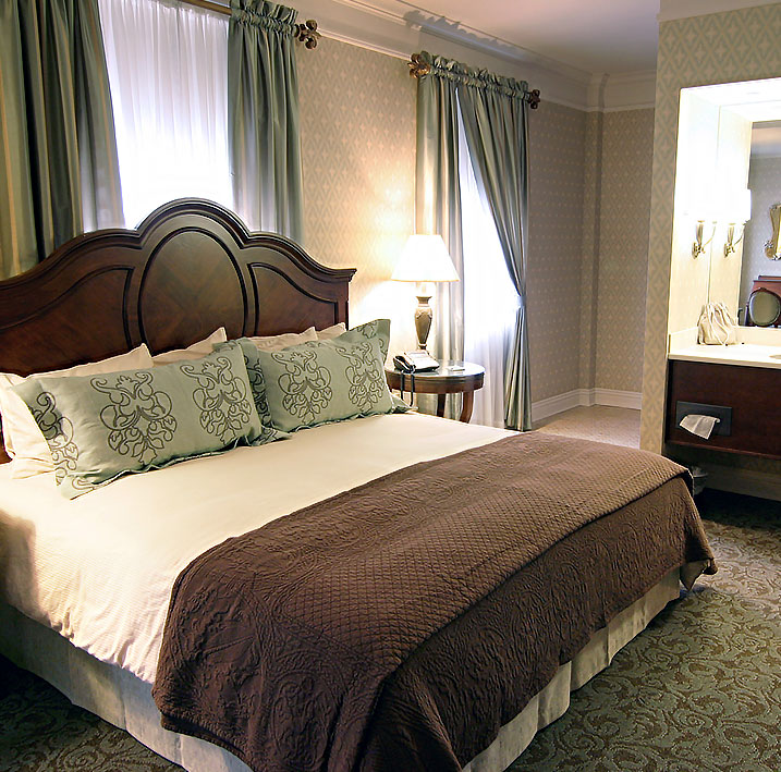 King Junior Suite at Charley Creek Inn - Wabash, Indiana