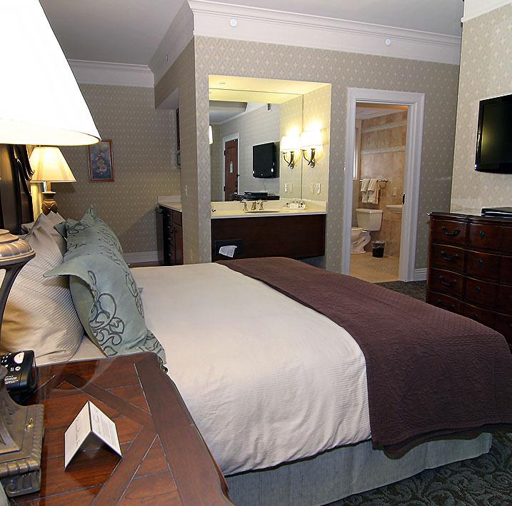 Notre Dame/Gus Dorais (Room 301) at Charley Creek Inn - Wabash, Indiana